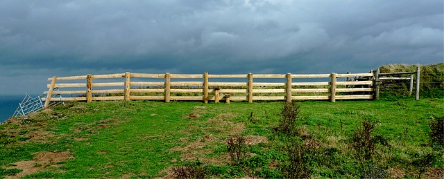 fence-1670087_640